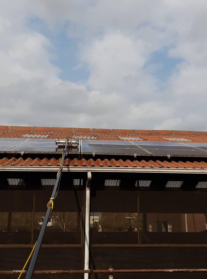 Reiniging panelen op stal te Bocholt