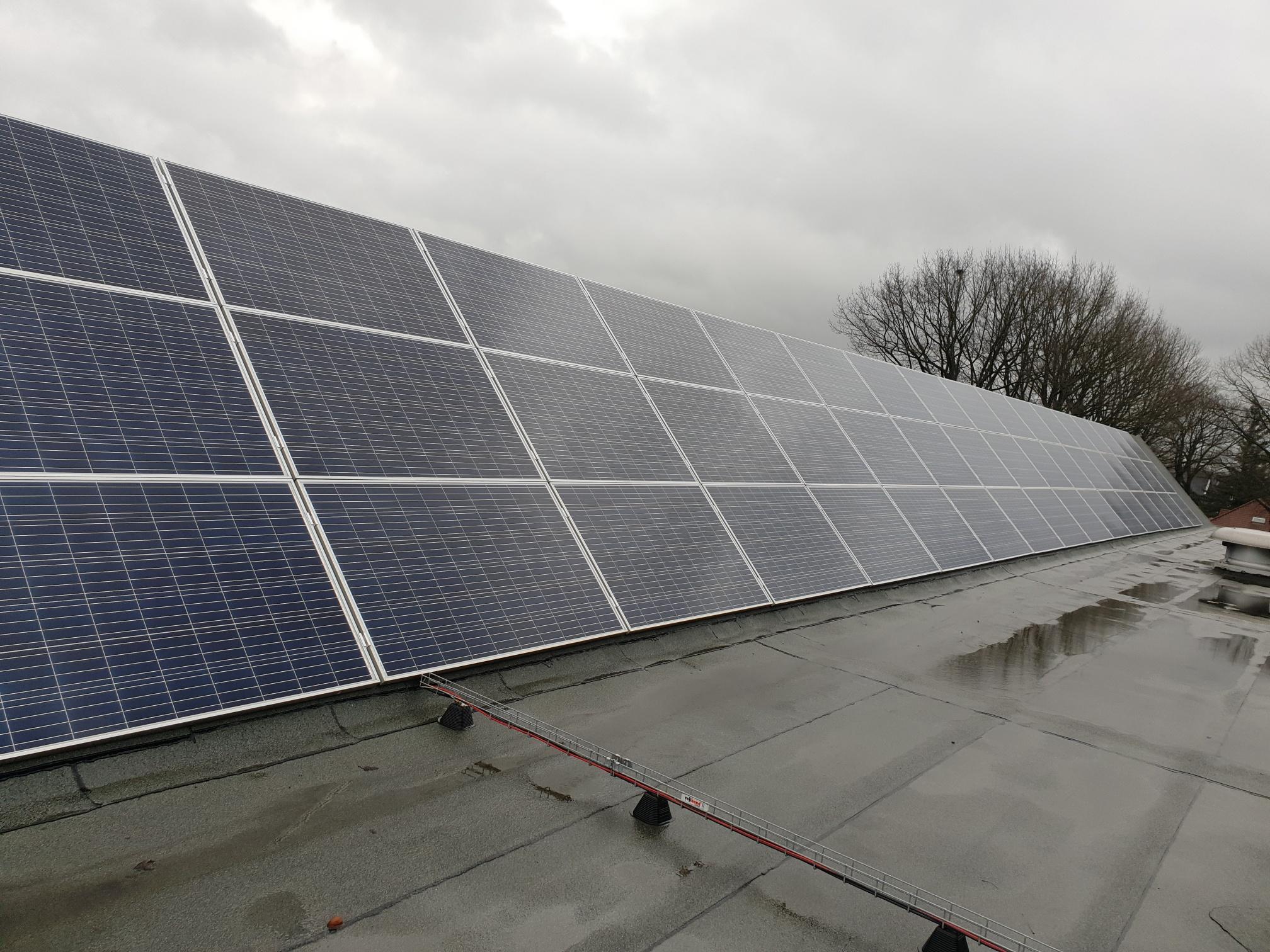 Reinigen 108 zonnepanelen te Maasbracht (nl)